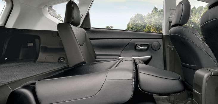 108152-attrell-toyota-prius-v-cargo-space