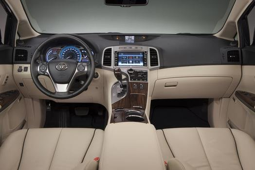 2014_venza_front_dash_view